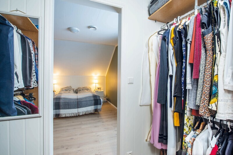 Soverom med walk-in garderobe